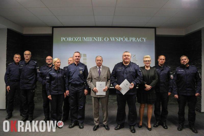 malopolska krakow policja - Podpisanie porozumienia pomiędzy Komendą Wojewódzką Policji w Krakowie i Miejskim Centrum Profilaktyki Uzależnień