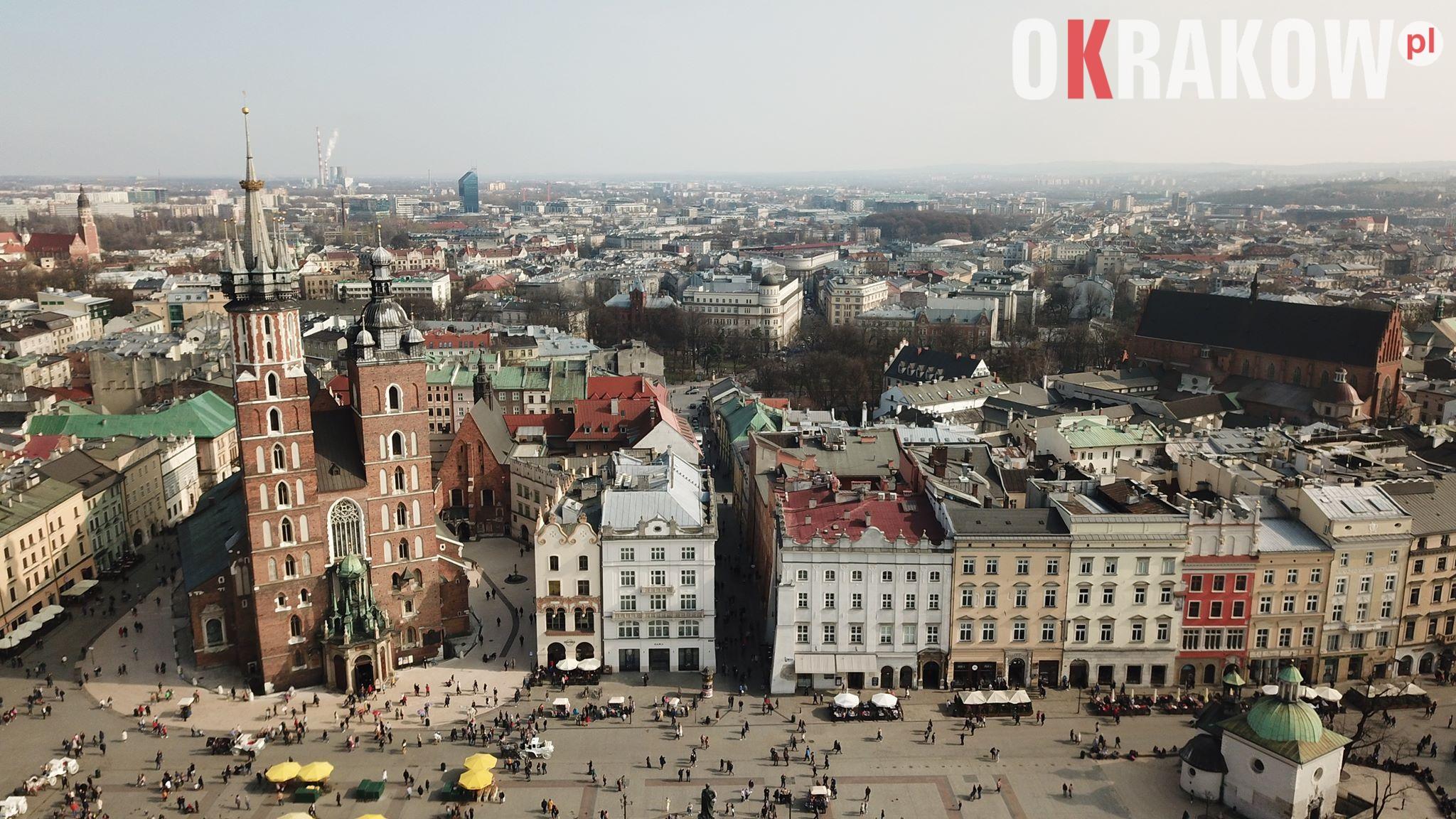 krakow rynek 1 300x169 - Kraków, Rynek Główny widok z drona film+fot.