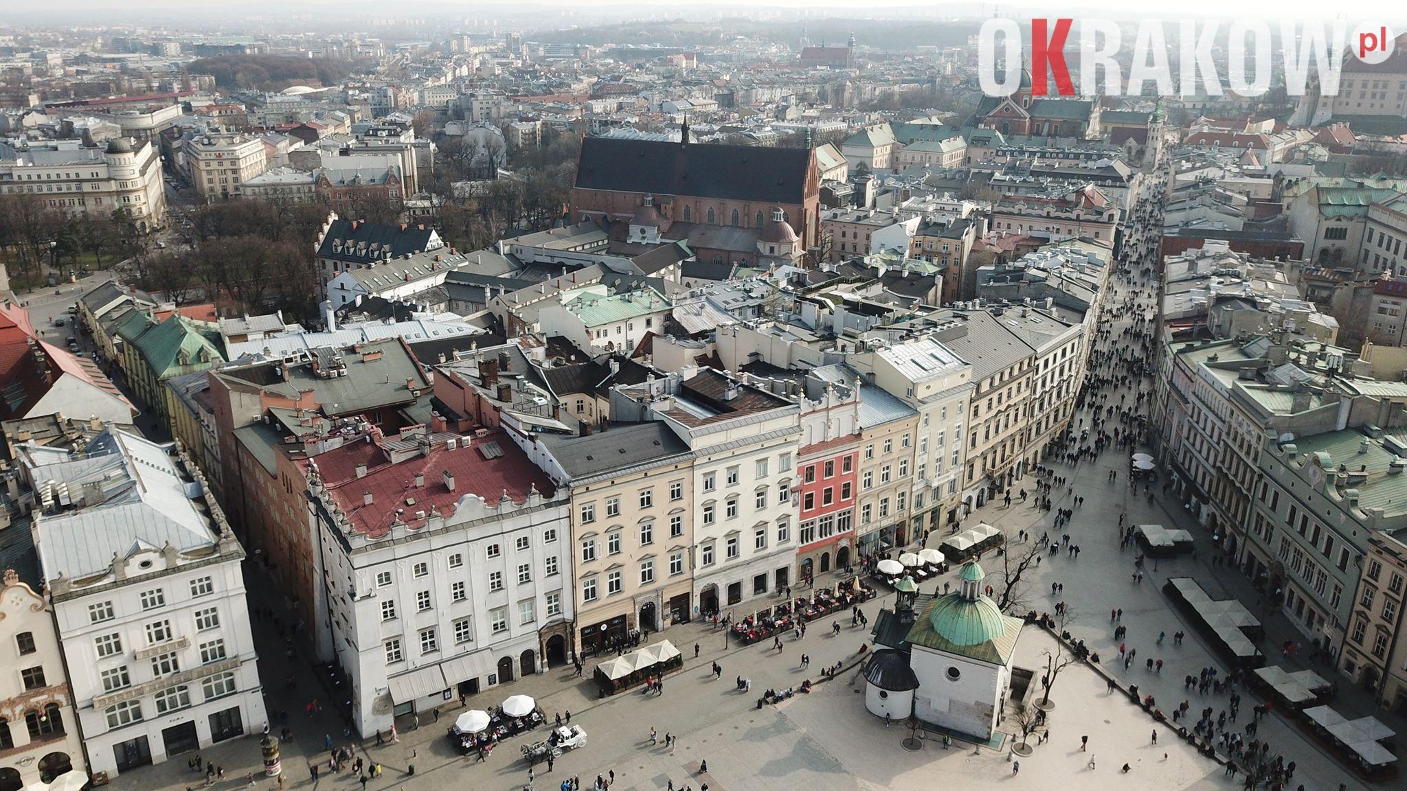 krakow rynek 2 300x169 - Kraków, Rynek Główny widok z drona film+fot.