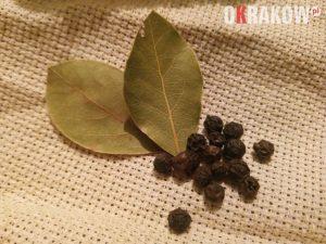lisc laurowy i pieprz przyprawy znane od wiekow 300x225 - Z kupieckich szlaków na krakowskie balkony – o miododajnych ziołach i przyprawach