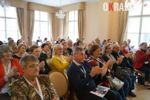 """ludzie motyle krakow2 300x200 - Relacja z II Krakowskiej Konferencji """"Ludzie Motyle"""". Organizowanej przez krakowską fundację Geriatrics."""