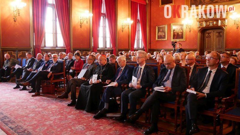 sesja naukowa - Papież świata uniwersyteckiego