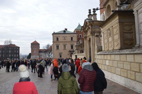 orszak 1 585x389 - Orszak Trzech Króli Kraków 2020 Galeria Zdjęć z Orszaku (czerwonego)