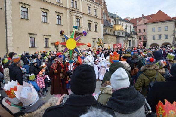 orszak 10 1 585x389 - Orszak Trzech Króli Kraków 2020 Galeria Zdjęć z Orszaku (czerwonego)