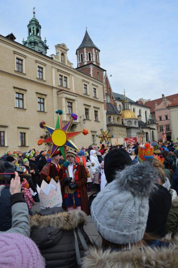 orszak 13 1 585x880 - Orszak Trzech Króli Kraków 2020 Galeria Zdjęć z Orszaku (czerwonego)