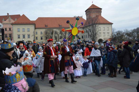 orszak 14 1 585x389 - Orszak Trzech Króli Kraków 2020 Galeria Zdjęć z Orszaku (czerwonego)