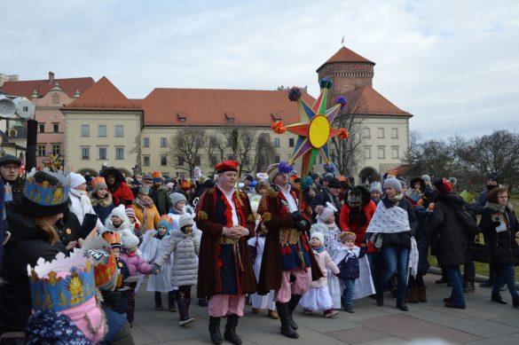 orszak 15 1 585x389 - Orszak Trzech Króli Kraków 2020 Galeria Zdjęć z Orszaku (czerwonego)