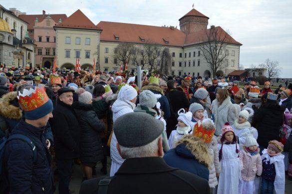 orszak 2 2 585x389 - Orszak Trzech Króli Kraków 2020 Galeria Zdjęć z Orszaku (czerwonego)