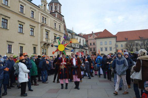 orszak 23 1 585x389 - Orszak Trzech Króli Kraków 2020 Galeria Zdjęć z Orszaku (czerwonego)