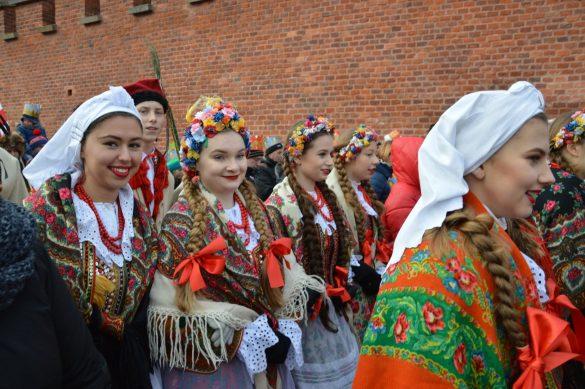 orszak 24 1 585x389 - Orszak Trzech Króli Kraków 2020 Galeria Zdjęć z Orszaku (czerwonego)