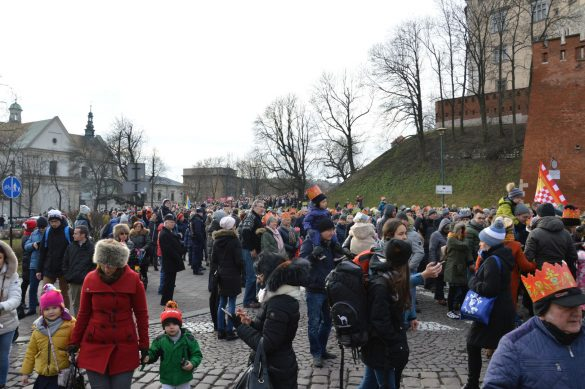 orszak 29 1 585x389 - Orszak Trzech Króli Kraków 2020 Galeria Zdjęć z Orszaku (czerwonego)