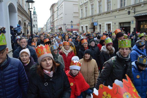 orszak 33 1 585x389 - Orszak Trzech Króli Kraków 2020 Galeria Zdjęć z Orszaku (czerwonego)