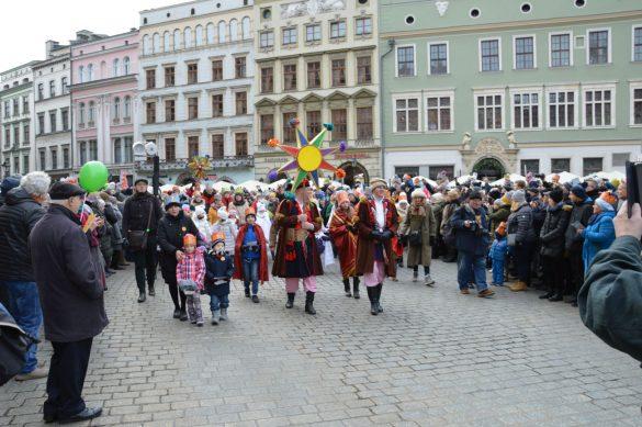 orszak 38 1 585x389 - Orszak Trzech Króli Kraków 2020 Galeria Zdjęć z Orszaku (czerwonego)