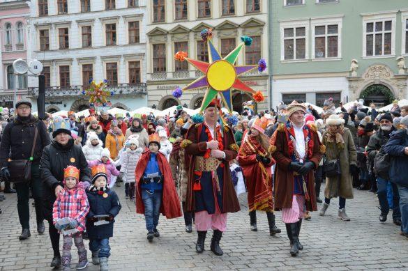 orszak 39 1 585x389 - Orszak Trzech Króli Kraków 2020 Galeria Zdjęć z Orszaku (czerwonego)
