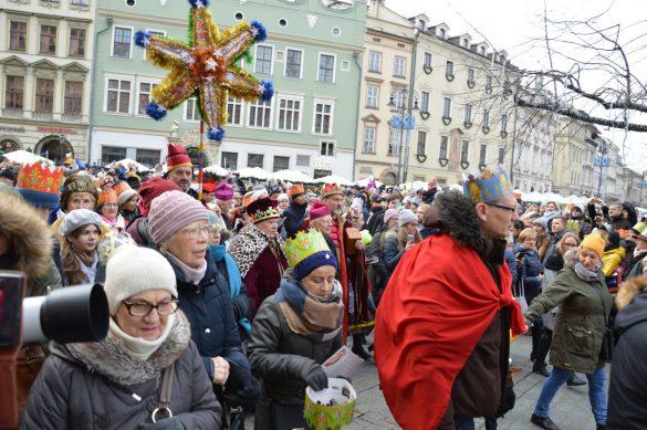 orszak 42 1 585x389 - Orszak Trzech Króli Kraków 2020 Galeria Zdjęć z Orszaku (czerwonego)