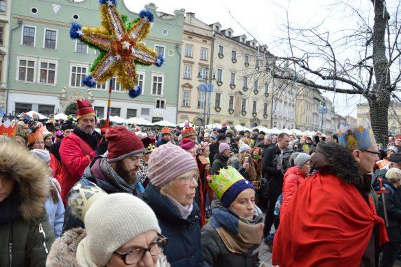 orszak 43 1 585x389 - Orszak Trzech Króli Kraków 2020 Galeria Zdjęć z Orszaku (czerwonego)