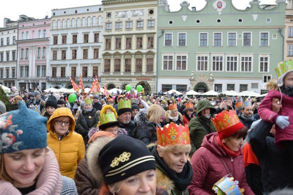 orszak 44 1 585x389 - Orszak Trzech Króli Kraków 2020 Galeria Zdjęć z Orszaku (czerwonego)