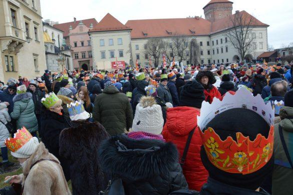 orszak 45 1 585x389 - Orszak Trzech Króli Kraków 2020 Galeria Zdjęć z Orszaku (czerwonego)