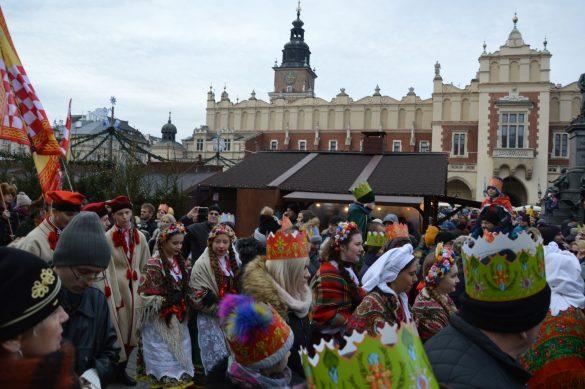 orszak 47 1 585x389 - Orszak Trzech Króli Kraków 2020 Galeria Zdjęć z Orszaku (czerwonego)