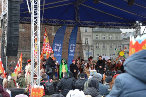 orszak 53 1 585x389 - Orszak Trzech Króli Kraków 2020 Galeria Zdjęć z Orszaku (czerwonego)