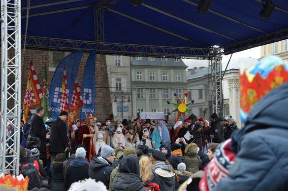 orszak 55 1 585x389 - Orszak Trzech Króli Kraków 2020 Galeria Zdjęć z Orszaku (czerwonego)