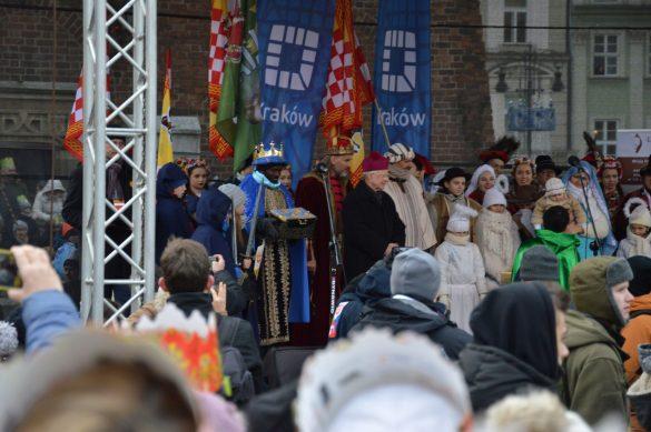 orszak 59 1 585x389 - Orszak Trzech Króli Kraków 2020 Galeria Zdjęć z Orszaku (czerwonego)