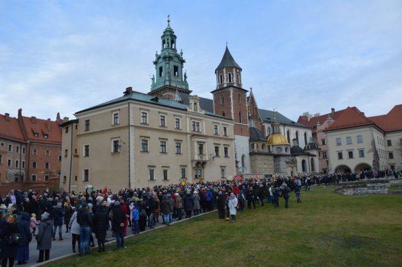orszak 7 1 585x389 - Orszak Trzech Króli Kraków 2020 Galeria Zdjęć z Orszaku (czerwonego)