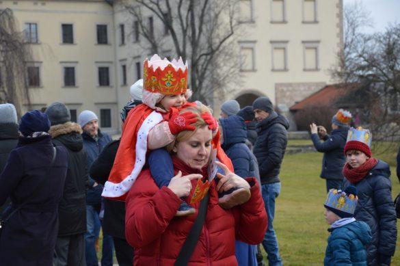 orszak 8 1 585x389 - Orszak Trzech Króli Kraków 2020 Galeria Zdjęć z Orszaku (czerwonego)