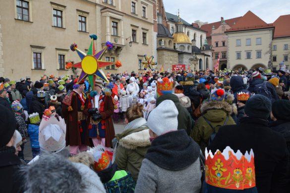 orszak 9 1 585x389 - Orszak Trzech Króli Kraków 2020 Galeria Zdjęć z Orszaku (czerwonego)
