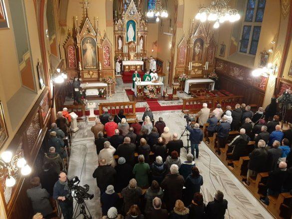 sanktuarium bozego milosiedzia krakow lagiewniki 10 585x439 - Świętymi bądźcie!