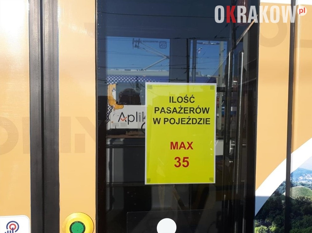 mpk krakow malopolska - Na drzwiach autobusów i tramwajów pojawią się naklejki z liczbą dostępnych miejsc + dodatkowe kursy tramwajów i autobusów