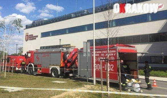 komenda1 585x346 - Komenda Miejska PSP w Krakowie wspiera profilaktykę COVID 19 na terenie Szpitala Uniwersyteckiego w Krakowie: