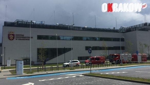 komenda4 585x331 - Komenda Miejska PSP w Krakowie wspiera profilaktykę COVID 19 na terenie Szpitala Uniwersyteckiego w Krakowie: