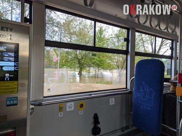 rzaka krakow awaria 1 585x439 - Awaria koło przystanku Jerzmanowskiego (Rżąka) - zdjęcia