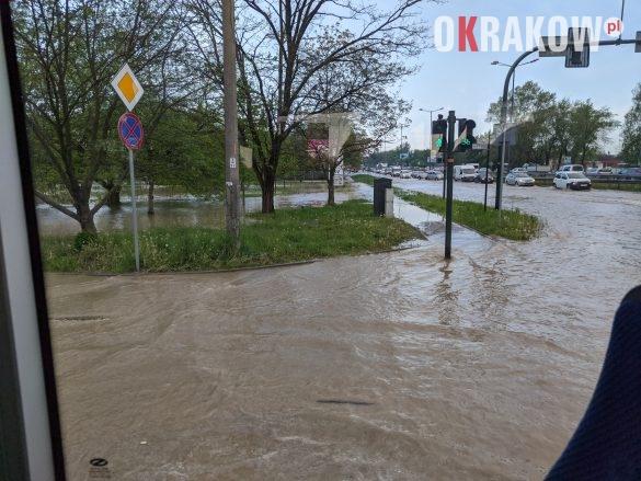 rzaka krakow awaria 2 585x439 - Awaria koło przystanku Jerzmanowskiego (Rżąka) - zdjęcia
