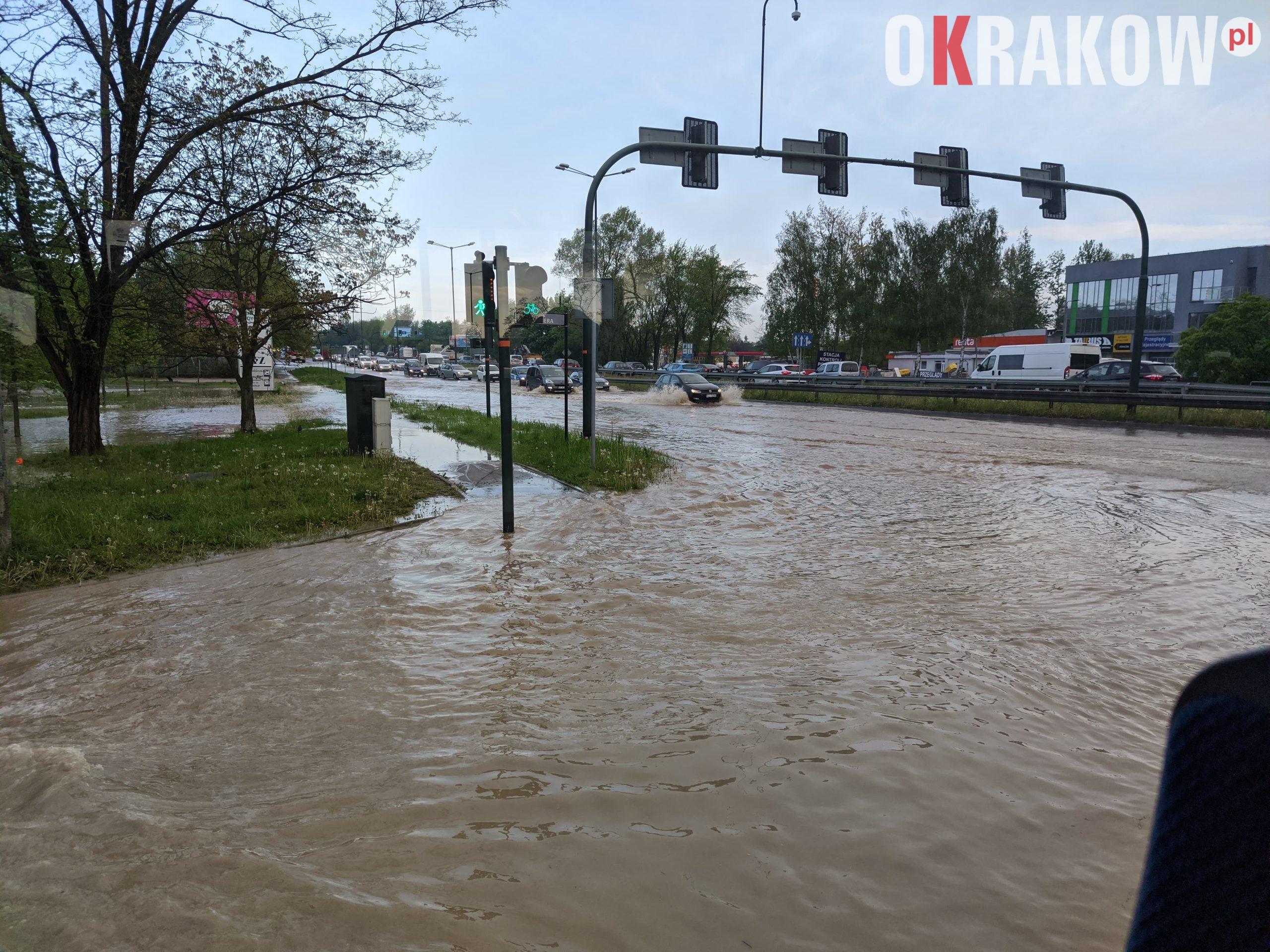 rzaka krakow awaria 3 scaled - Awaria koło przystanku Jerzmanowskiego (Rżąka) - zdjęcia