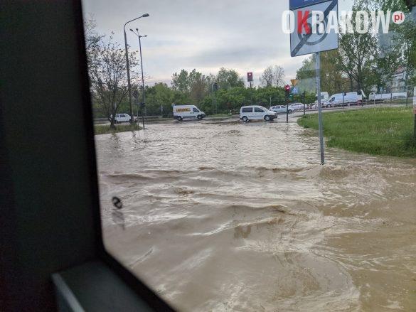 rzaka krakow awaria 5 585x439 - Awaria koło przystanku Jerzmanowskiego (Rżąka) - zdjęcia