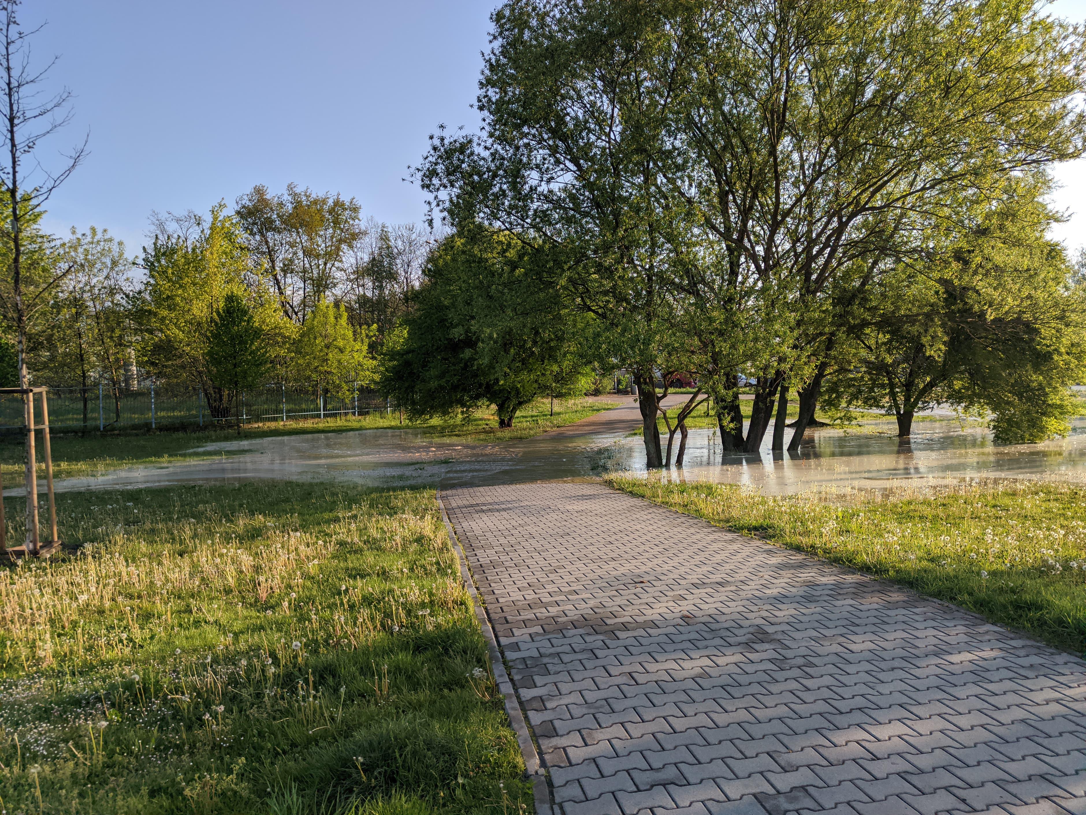 rzaka krakow awaria 6 150x150 - Awaria koło przystanku Jerzmanowskiego (Rżąka) - zdjęcia