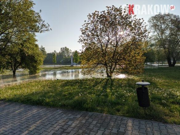 rzaka krakow awaria 7 585x439 - Awaria koło przystanku Jerzmanowskiego (Rżąka) - zdjęcia